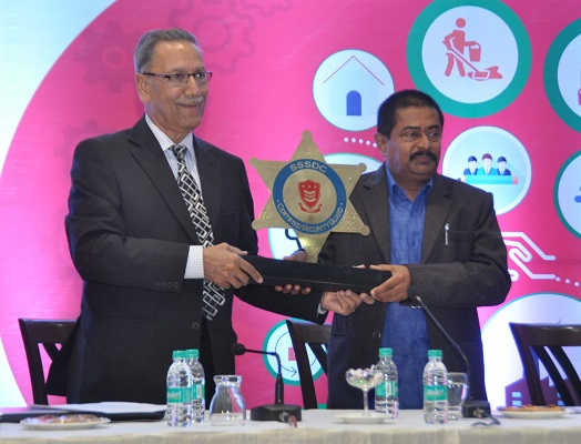 Hon'ble Minister Shri Deepak Joshi receiving Momento from CEO Security Sector Skill Council
